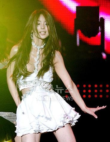 萧亚轩韩国_CCTV.com-直播现场露点场面尴尬 韩国女星表现敬业