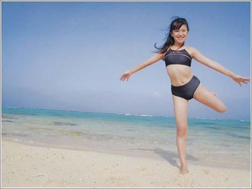 com 华裔13岁少女沙滩泳装甜美情怀
