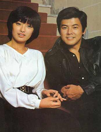 三浦友和与山口百惠-三浦友和夫妇恩爱艳羡 蝉联07日本最佳夫妇冠军图片