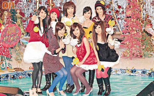 黑涩穿着香港v穿着美眉穿裙扭臀跳歌迷(附图性感的老女人艳舞图片