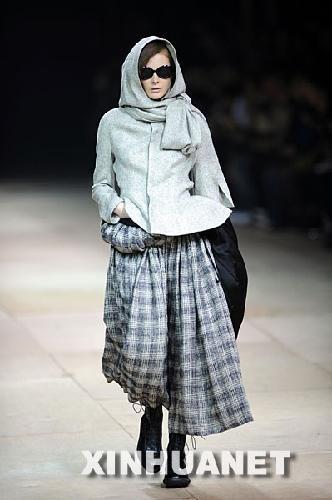 当天,日本著名服装设计师山本耀司服装发布会在北京劳动人民文化宫