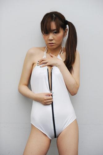 泽本明日香自曝19岁初尝禁果 否认做过风俗女