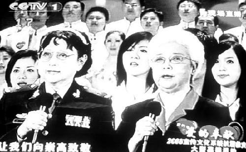 昨晚的活动由罗京,李瑞英,董卿,朱军,白岩松,周涛,张泽群,朱迅等图片