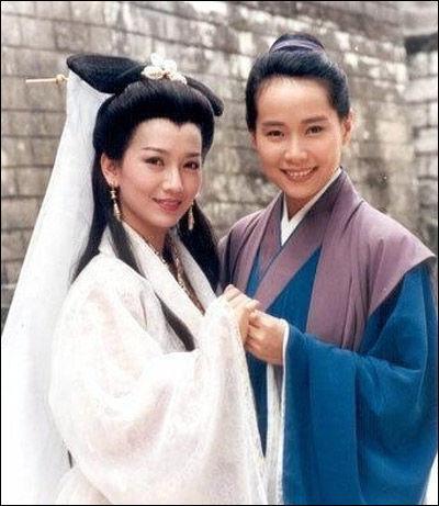 赵雅芝/赵雅芝(左)92年拍《新白娘子传奇》时的造型。(资料图)