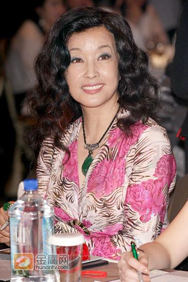 紧身:刘晓庆任亚洲组图评委风骚抵台极度抢镜性感美女小姐超短裤图片