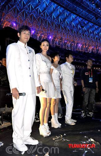 演员候场-陈慧琳参与全运会开幕式演出 希望儿子成运动员