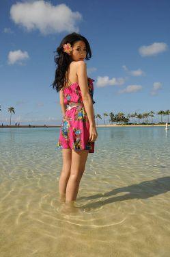 假兼拍照,当地阳光、海洋、沙滩、椰林,风景如画,帅哥美女一大堆图片
