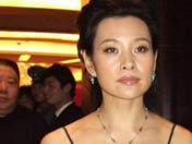 """陈冲寄语:""""中美电影节展出《太阳照常升起》,我最爱片中扮演的""""林大夫""""。"""""""